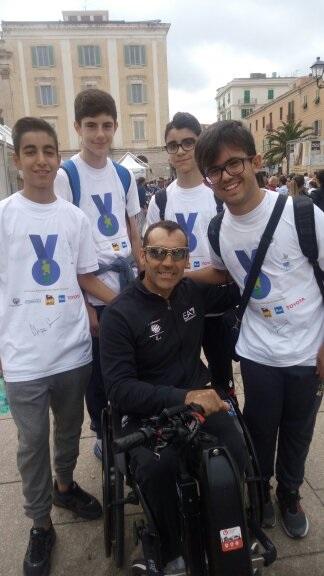 giornata-paralimpica-SS-2016-insieme-col-campione-paralimpico-Giovanni-Azzena-1