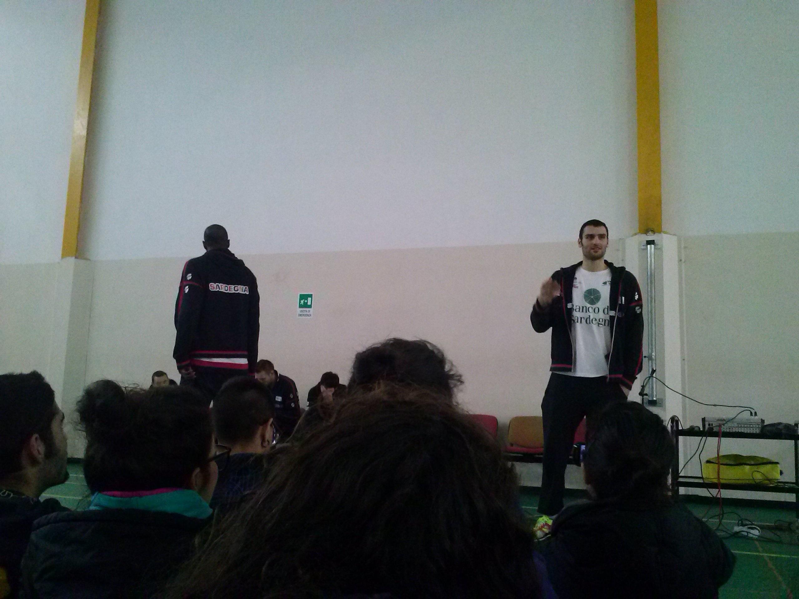 squadra-Dinamo-Basket-a-scuola-6