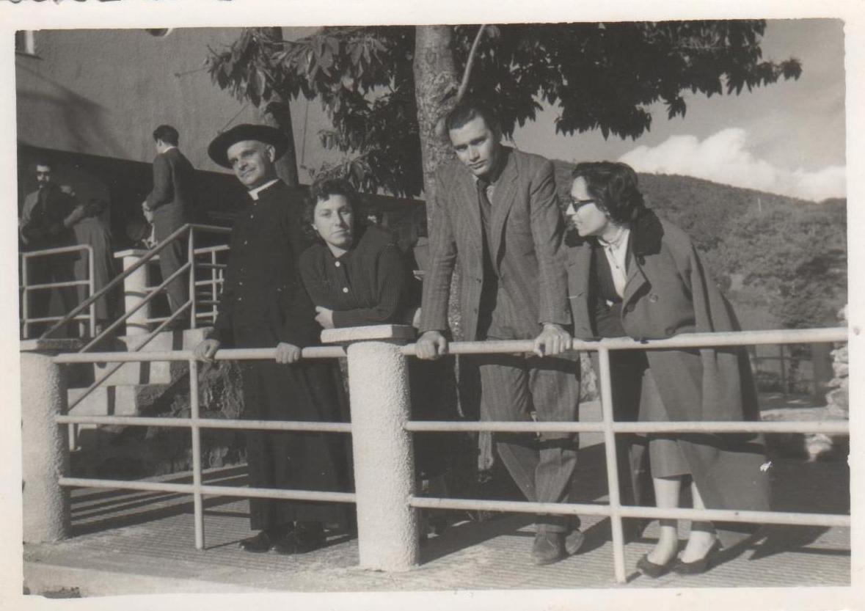 Liceo-classico-1957-Gita-a-Sorgono-D.-Pigozzi-Prof.-N.-tanda-e-M.-Merlini
